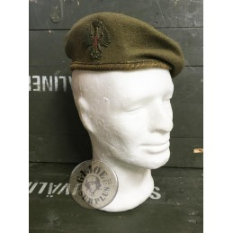 SPANISH ARMY WOOL BERET WITH BADGE /COLLECTORS ITEM